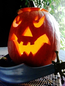 Our Jack-O'-Lantern's light now shines proudly in the city of light. Photo: Bellanda ®