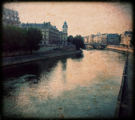 Paris has its quiet moments...  All rights reserved. Bellanda ®