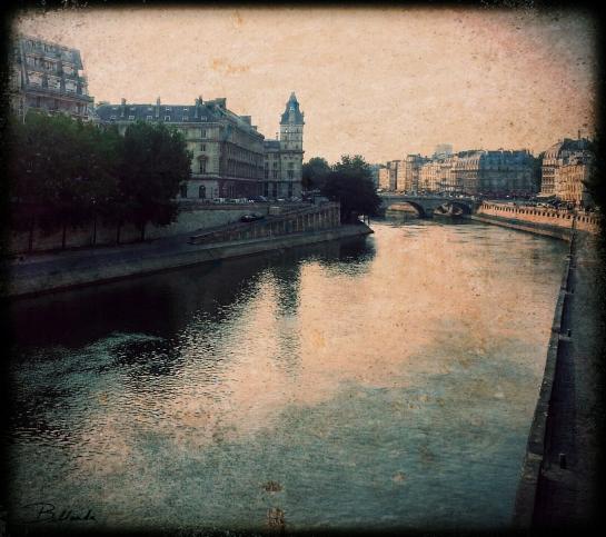 Paris has its quiet moments...  All rights reserved. Bellanda ®