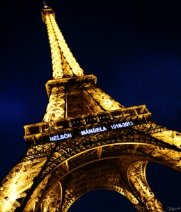 Paris Lights The Sky In Honor Of Nelson Mandela