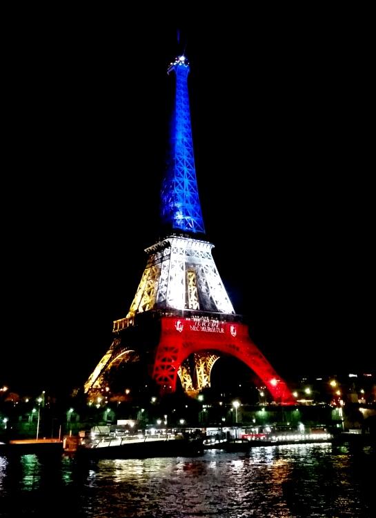 Stand Strong Paris - Bellanda ®